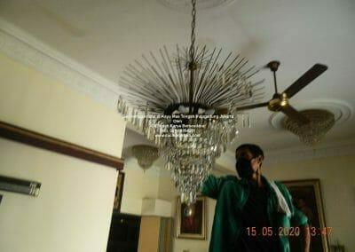 cuci-lampu-kristal-di-kayu-mas-20