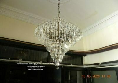 cuci-lampu-kristal-di-kayu-mas-21