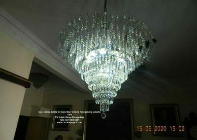 cuci-lampu-kristal-di-kayu-mas-23