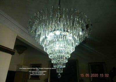 cuci-lampu-kristal-di-kayu-mas-24