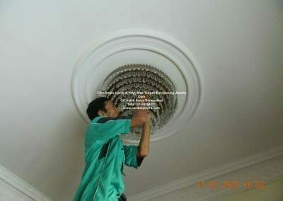 cuci-lampu-kristal-di-kayu-mas-29
