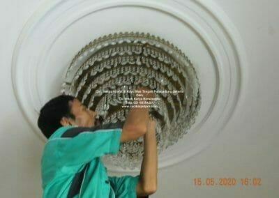 cuci-lampu-kristal-di-kayu-mas-30