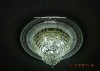cuci-lampu-kristal-di-kayu-mas-32