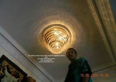 cuci-lampu-kristal-di-kayu-mas-34