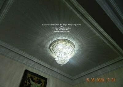 cuci-lampu-kristal-di-kayu-mas-36