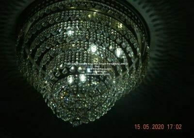 cuci-lampu-kristal-di-kayu-mas-37