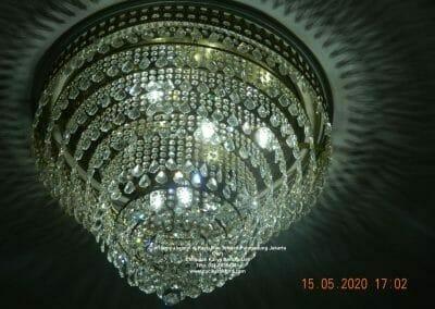 cuci-lampu-kristal-di-kayu-mas-38
