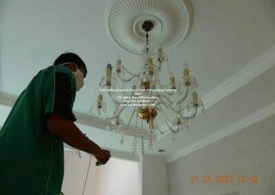 cuci-lampu-kristal-di-kayu-putih-23