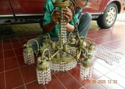 cuci-lampu-kristal-di-kelapa-cengkir-03