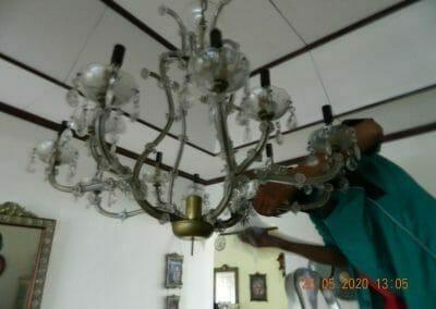 cuci-lampu-kristal-di-kelapa-cengkir-05