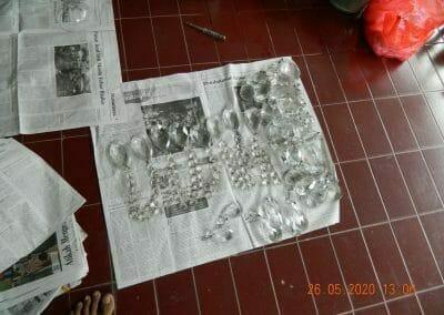 cuci-lampu-kristal-di-kelapa-cengkir-06