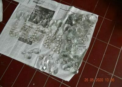 cuci-lampu-kristal-di-kelapa-cengkir-10
