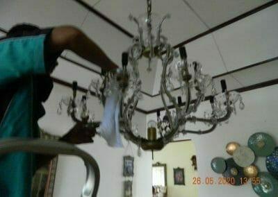 cuci-lampu-kristal-di-kelapa-cengkir-11