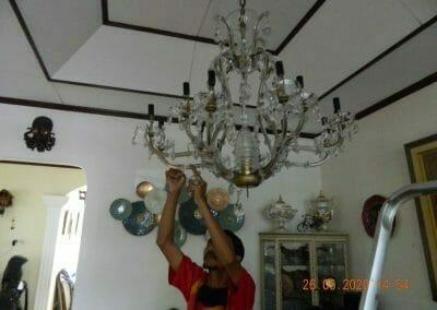 cuci-lampu-kristal-di-kelapa-cengkir-13