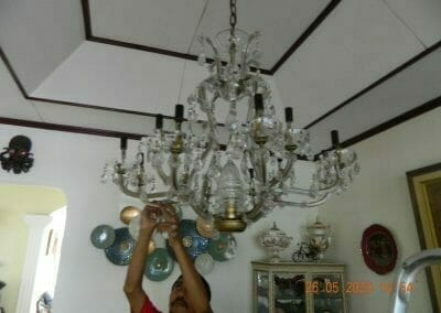 cuci-lampu-kristal-di-kelapa-cengkir-14