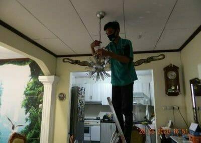 cuci-lampu-kristal-di-kelapa-cengkir-19