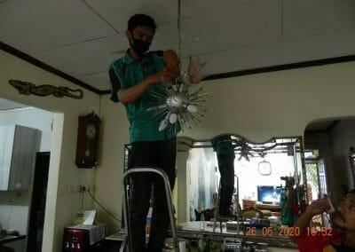 cuci-lampu-kristal-di-kelapa-cengkir-21