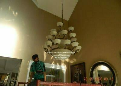 cuci-lampu-kristal-di-kemang-pratama-06