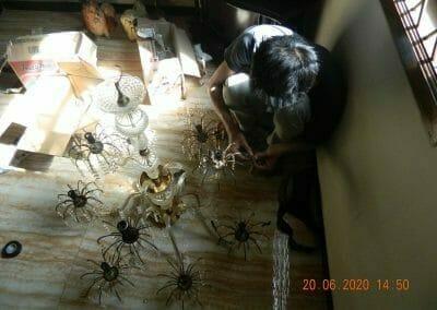 cuci-lampu-kristal-di-taman-01