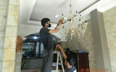 Cuci lampu kristal di Taman Danau Telaga Kahuripan Bogor