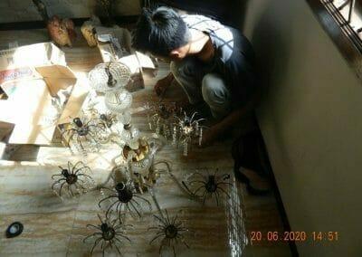 cuci-lampu-kristal-di-taman-03