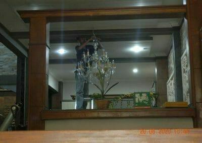 cuci-lampu-kristal-di-taman-06