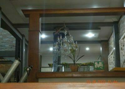 cuci-lampu-kristal-di-taman-07