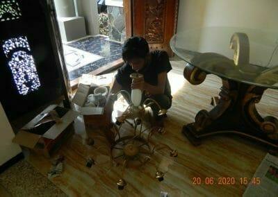 cuci-lampu-kristal-di-taman-09