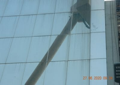 pembersih-kaca-gedung-bank-bri-05