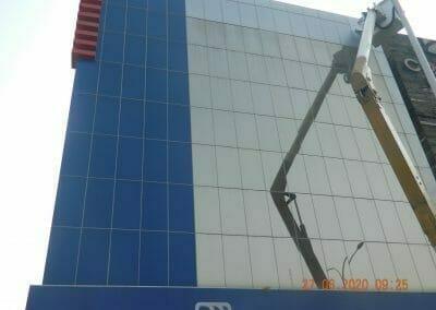 pembersih-kaca-gedung-bank-bri-08