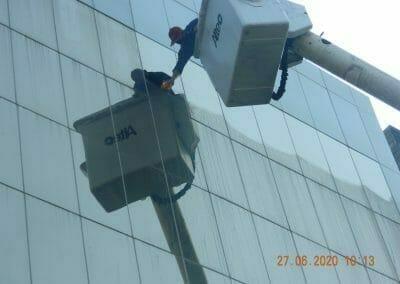pembersih-kaca-gedung-bank-bri-21