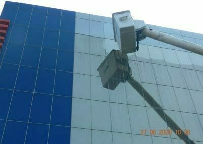 pembersih-kaca-gedung-bank-bri-23