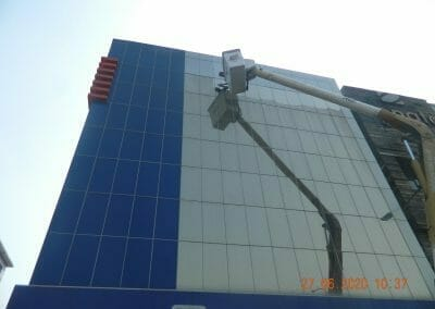 pembersih-kaca-gedung-bank-bri-24