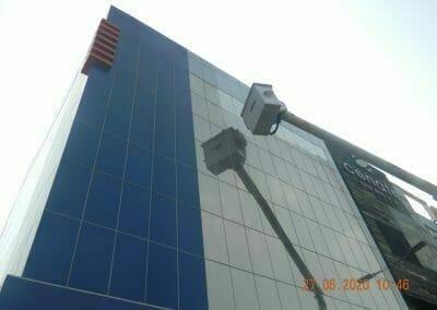 pembersih-kaca-gedung-bank-bri-27