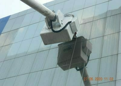 pembersih-kaca-gedung-bank-bri-34