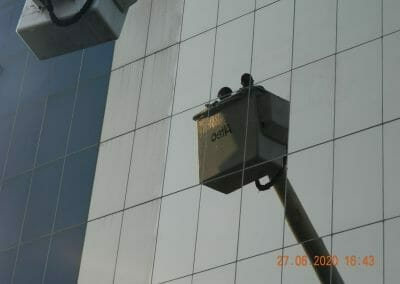 pembersih-kaca-gedung-bank-bri-46