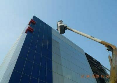 pembersih-kaca-gedung-bank-bri-48