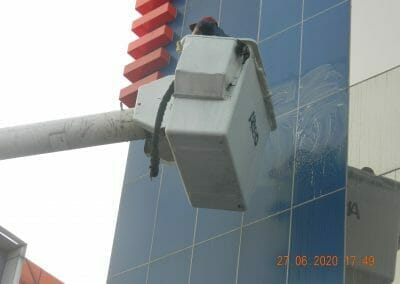 pembersih-kaca-gedung-bank-bri-52