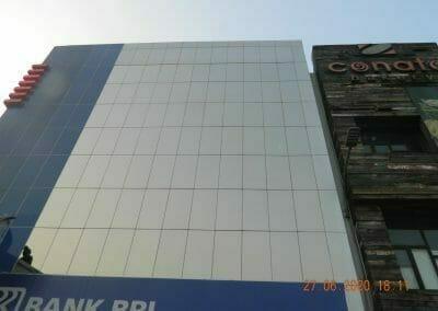 pembersih-kaca-gedung-bank-bri-61