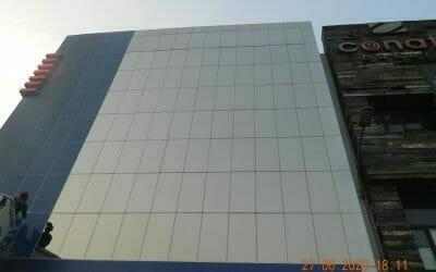 Pembersih kaca gedung bank BRI Kantor Cabang Tambun Bekasi