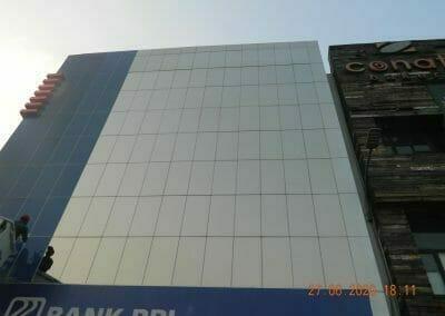 pembersih-kaca-gedung-bank-bri-62