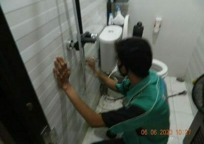 pembersih-kamar-mandi-di-cikarang-baru-02