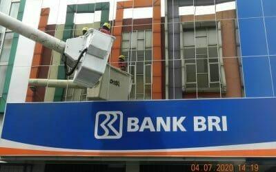 Pembersih Kaca Gedung Bank BRI Kanca Tambun | Tahap Lanjutan