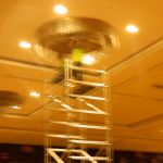 cuci lampu kristal birawa ballroom oleh Jasa Cuci Lampu Kristal gbr-08